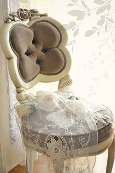 Romance in Neutrals ~ Ana Rosa Shabby Vintage, French Chic, Shabby Chic Decor, Decoration, Upholstery, Sweet Home, Delicate, Interior Design, Pretty