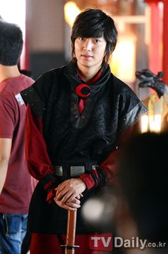 On October 30th at the Young Jong-do studio, actor Lee Min Ho wrapped up filming for the SBS drama 'Faith'.