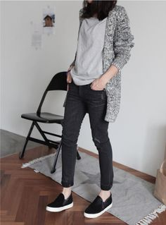 Dress those shoes up or down, both ways are perfect! Casual Jeans, Casual Outfits, Casual Chic, Comfy Casual, Moda Fashion, Womens Fashion, Style Fashion, Female Fashion, Trendy Fashion