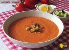 Gazpacho andaluso (ricetta spagnola). Ricetta del gazapacho andaluso, una zuppa fredda tipica spagnola senza cottura con pomodoro, cetriolo, peperone