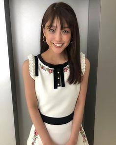 岡副麻希さんはInstagramを利用しています:「🌼 こんばんは!  今夜の『#千鳥のジョブラバーズ』は、 #モンスターエンジン のおふたりが和を感じるアレを教えてくださいます😚🌸 目を瞑ってくんくんしたくなる💭💭 テレビの前にも西村さんが届けてくださるはず…✨✨👼 GWですし、、、夜更かしさんーーー😚  #朝日放送…」 Japan Woman, Cute Japanese Girl, Photos Of Women, Beautiful Asian Women, Asian Fashion, Cute Girls, Actresses, Pretty, Beauty