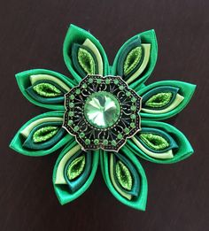 Kanzashi Ribbon Broach por FrostedRibbonDesign en Etsy