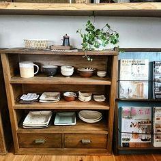 本棚も食器棚もDIY DIYだからこそでる、いいあじ。