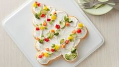 Veggie trays, move over! This colorful tree-shaped appetizer will add an interesting twist to your appetizer buffet. Veggie Appetizers, Appetizer Buffet, Appetizer Recipes, Christmas Appetizers, Christmas Treats, Christmas Pizza, Christmas Breakfast, Christmas Holidays, Christmas Ornaments