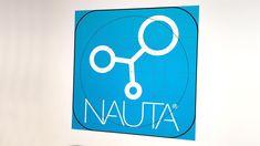 Si chiama Nauta®e consente di preparare con le dovute caratteristiche gli oggettisolidi che verranno poi realizzati tramite le stampanti DWS. Nauta®è compatibile con i maggiori formati 3D e può quindi essere usato con i principali software di modellazione solida. ConNauta®si possono duplicare, posizionare e gestire facilmente gli oggetti sulla piattaforma di produzione della