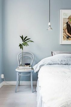 Modern Adult Bedroom Painting After decoding the fall-winter decorating trends of it's time to take a look to the future. What will be the stars colors in What keys wil. Blue Rooms, Blue Bedroom, Bedroom Sets, Home Decor Bedroom, Asian Bedroom, Blue Feature Wall, Scandinavian Bedroom, Blue Wallpapers, Minimalist Bedroom