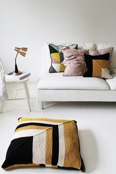 Tyynynpäällinen, Novita Tuubi by Novita knits.