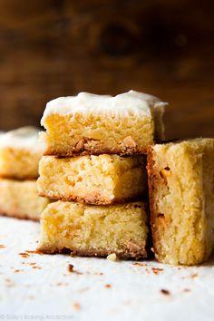 1 Bowl White Chocolate Brownies by Sallys Baking Addiction Fudge Brownies, Blondie Brownies, Brownie Cake, Homemade Brownies, Brownie Bowls, Dessert Bars, Dessert Recipes, Desserts, Bar Recipes