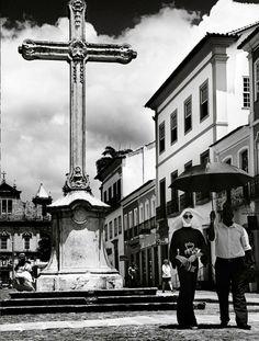 """Vogue Brasil de fevereiro/2013 - Editorial """"Cheia de Graça"""". Clicado em Salvador/BA pelas lentes do italiano Giampaolo Sgura, e com edição de moda assinada por Anna Dello Russo"""