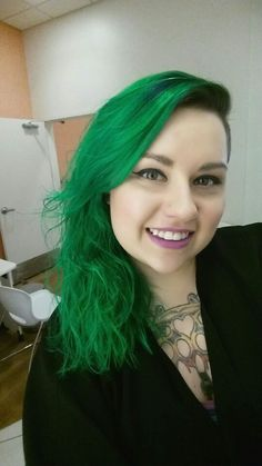 Manic panic green envy with electric lizzard! 2 to 1 mix! I love my newest color!