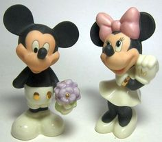 Mickey Mouse and Minnie Mouse sweethearts salt and pepper shaker set