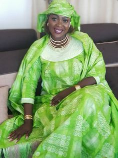 pics) Adja Sy, Ndiagamar of the Tfm ! singer reconverted into . African Fashion Designers, African Fashion Dresses, African Dress, Modern Fashion, Fashion Tips, African Fabric, Saree, Style Inspiration, Clothes For Women