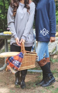 Sweatshirt outfit preppy products ideas for 2019 Monogram Sweatshirt, Sweatshirt Refashion, Monogram Shirts, Sweatshirt Outfit, Cute Outfits With Shorts, Preppy Outfits, Casual Fall Outfits, Sweatshirts, My Style
