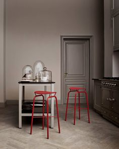 Shop the Nagasaki Stool and more contemporary furniture designs by Gubi at Haute Living. Gray Interior, Kitchen Interior, Kitchen Design, Grey Home Decor, Red And Grey, Warm Grey, Vintage Industrial, Interiores Design, Contemporary Furniture