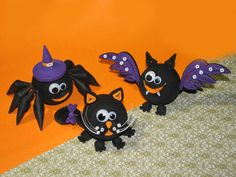 Quilling crafts on Halloween: spider, a cat and a bat. by QuillingLife on Etsy https://www.etsy.com/au/listing/252179535/quilling-crafts-on-halloween-spider-a