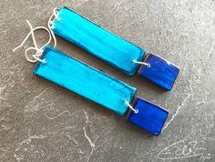 Freue mich, euch diesen Artikel aus meinem Shop bei #etsy vorzustellen: Rechteckige Ohrringe in Blau und Türkis, blaue Ohrringe, lange Ohrringe Artisan Jewelry, Personalized Items, Bags, Etsy, Blue Earrings, Schmuck, Silver, Handbags, Bag