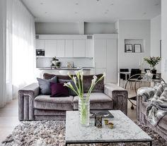 Vitt marmorbord med svart stålram. Marmor, bord, soffbord, svart, ram, stål, vardagsrum, sovrum, hall, möbler, inredning. http://sweef.se/sok?orderway=desc&orderby=position&search_query=marmor