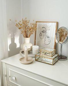 Room Design Bedroom, Room Ideas Bedroom, Home Decor Bedroom, Minimalist Room, Aesthetic Room Decor, Beauty Room, My New Room, Room Inspiration, Dry Flowers