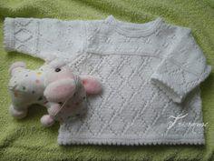 Tricot et compagnie: Une jolie brassière ajourée blanche et la salopette assortie Knitting Patterns Free, Baby Knitting, Free Pattern, Crochet Patterns, Knitting Projects, Knit Cardigan, Ravelry, Knit Crochet, Kids Rugs