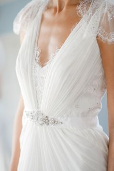 White V neck Lace Wedding Dresses