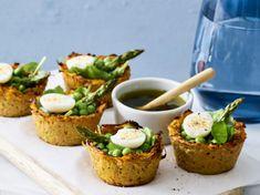 Bistro Food, Good Foods To Eat, Salmon Burgers, Avocado Toast, Tapas, Easy Meals, Veggies, Food And Drink, Vegetarian