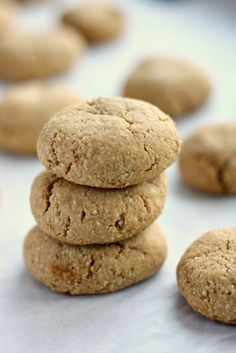 Easy almond cookies have a chewy texture and wholesome substance. They're gluten-free, refined-sugar free, paleo and taste like real cookies. Low Sugar Recipes, Almond Flour Recipes, No Sugar Foods, Sweet Recipes, Almond Meal Cookies, Healthy Cookies, Gluten Free Baking, Gluten Free Recipes, Biscuit Sans Gluten