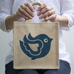 Are you interested in our lunch bag? With our little girls bag you need look no further. Jute Bags, Girls Bags, Teaching Art, Blue Bird, Art Education, Tweety, Purses And Bags, Diy And Crafts, Burlap