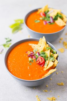 Mexican Style Tomato Soup 21 Incredibly Easy Weeknight Meals That'll Take 20 Minutes Or Less Vegan Blogs, Vegetarian Recipes, Healthy Recipes, Vegan Soup, Healthy Soup, Tomato Soup Recipes, Vitamix Tomato Soup, Vitamix Recipes, Vitamix Blender