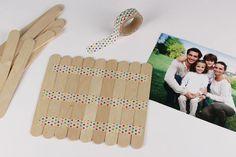 Puzzle photo avec bâtonnets en bois - Activités enfantines - 10 Doigts Puzzle Photo, Puzzles, Triangle, Games, Active, Bracelets, Photos, Family Games, Father's Day