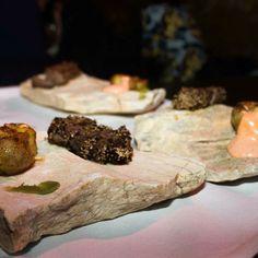 Personalizamos el  Tataki de buey y patata kimchi  #chef #goumet #food #gastronomia #gastronomy #murcia #chefginesjosenicolas #tataki #kimchi by chefginesjosenicolas