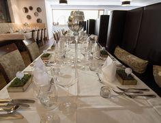 Restaurant im Valavier Aktivresort****S Resort Spa, Modern, Table Settings, Table Decorations, Restaurants, Furniture, Home Decor, Food, Environment