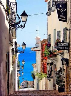 Bucket list Live for a few months + learn Spanish + Go salsa dancing in Spain (Photo: Altea, Alicante, Spain) Places Around The World, Travel Around The World, Around The Worlds, Places To Travel, Places To See, Wonderful Places, Beautiful Places, Beautiful Streets, Altea