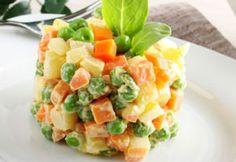 WW Light Russian Salad Dish and Recipe Quinoa Salad Recipes, Salad Dressing Recipes, Plats Weight Watchers, Meat Recipes, Healthy Recipes, Salad Dishes, Grilling Gifts, Fast Food, Salad Bar
