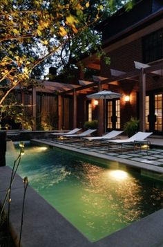 Suzie: Chicago Home Magazine  Beautiful zen pool!