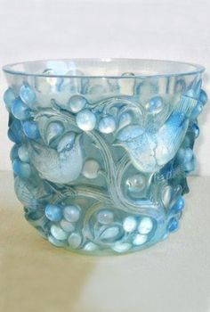 1927 Avallon Opalescent Glass Vase made by Rene Lalique (d. in Paris, France. The glass was molded, pressed, and engraved in Art Nouveau and Art Deco styles. Art Nouveau, Vidro Art Deco, Art Of Glass, Cut Glass, Clear Glass, Wine Glass, Objet D'art, Antique Glass, Glass Ceramic