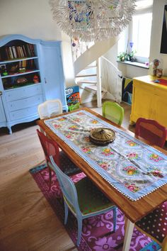 Love that table runner & same chairs diff colors polkadot fabric on seats. & the rug!