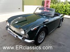 Triumph TR4A IRS British Racing Green wire wheels For Sale (1970)