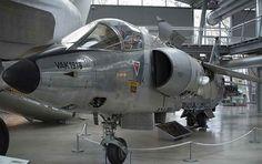 FDRA - Fuerza Aérea: Aviones VSTOL: VAK 191B (Alemania) Especificación  MODELO VAK 191B  TRIPULACIÓN 1  MOTOR 1 x Rolls-Royce/MTU RB 193-12, 45.2kN + 2 x Rolls-Royce RB 162-81 F 08, 26.5kN  PESOS  Peso máximo al despegue 8507 kg 18755 libras  Peso en vacío 5562 kg 12262 libras  DIMENSIONES  Envergadura 6,16 m 20 pies 3  Longitud 14,72 m 48 pies 4 pulgadas  Altura 4,30 m 14 pies 1  M Superficie alar 12,5 m2 134,55 m²  RENDIMIENTO  Max. velocidad de 1100 kmh 684 mph  Velocidad de crucero 740…