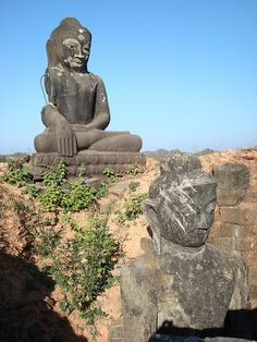 Buddha statues at Mrauk U ancient site, Myanmar (by Mhln).