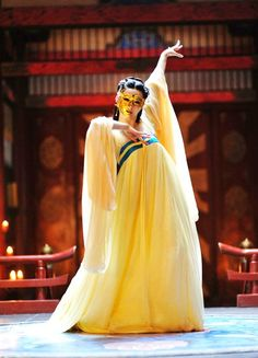 "fuckyeahcostumedramas: "" Fan Bingbing in 'The Empress of China' "" Wu Zetian, Fan Bingbing, Chinese Traditional Costume, Traditional Outfits, Hanfu, Oriental Fashion, Asian Fashion, The Empress Of China, Chinese Dance"