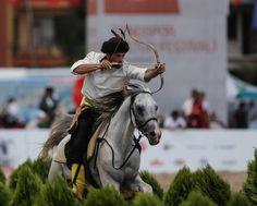 Dünya Etnospor Konfederasyonu tarafından organize edilen Etnospor Kültür Festivali etkinlikleri, Küçükçekmece'deki Bezirganbahçe Meydanı'nda gerçekleştirildi.