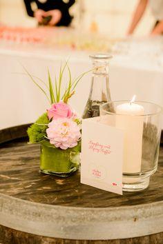 """Flying-Buffet-Karte/Cocktailkarte zur Hochzeit in DIn A6, mit Herz, in Pink Grün und dem Motto """"Gemeinsame Reise durchs Leben"""", ©passion4paper, www.die-edle-karte.de, Foto: ©Blende11 Fotografen"""