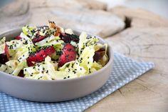 Lækker sprød spidskålssalat med en nem og god vinaigrette, samt en dejlig smag fra de søde blommer. En enkel salat med masser smag - se opskrift her