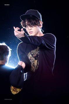 I started crying as soon as I heard his voice. Me- Jungkook. save me Jungkook have had a big crush on Y/N since they met 6 years ago. Foto Jungkook, Foto Bts, Kookie Bts, Jungkook Oppa, Bts Bangtan Boy, Bts Boys, Taehyung, Jung Kook, Busan