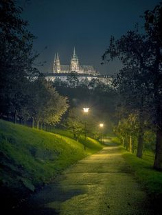 Night view of Prague Castle and St Vitus Cathedral from the Seminary garden at Petrin hill Most Beautiful Cities, Beautiful Places To Visit, Wonderful Places, Places In Europe, Places To Travel, Places To See, Nature Pictures, Cool Pictures, Landscape Photography