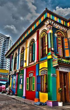 Edificio en colores en Little India, Singapur.