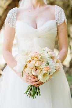 twist sweetheat top wedding dress by Reem Acra #reemacra #weddingdress #weddingchicks http://www.weddingchicks.com/2014/02/28/soft-summer-vineyard-wedding/