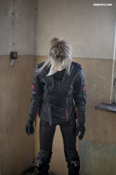 I'm a big fan of the leather ICON jacket! #rideamongus #iconmotosports #rideicon #ewastunts #femalerider #stuntgirl #alwayswearyourgear #rockthegear