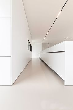 The all white kitchen with great lining Minimalist Kitchen Great Kitchen Lining white Track Lighting Bedroom, Modern Track Lighting, Interior Lighting, Lighting Ideas, Lighting Design, Modern Kitchen Lighting, White Kitchen Decor, All White Kitchen, Kitchen Ideas