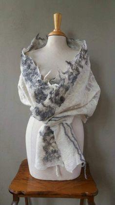 Vilten sjaal, Bohemian shawl, omslagdoek wol, bohemian pashmina, handgevilte pashmina, bruiloft, cobweb felt, boho shawl, kerstcadeau door FunkyPastPresents op Etsy